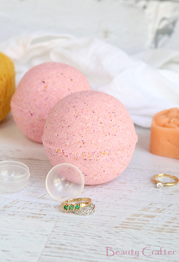 Ring inside bath bomb