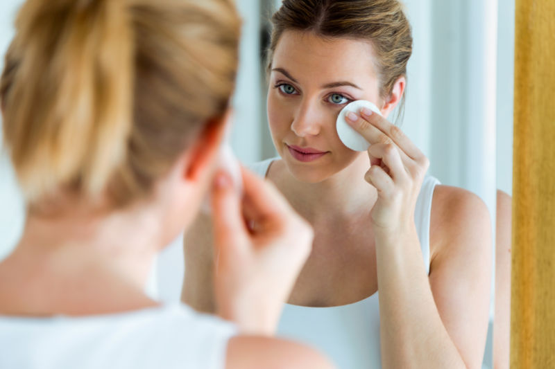 treating acne with essential oils